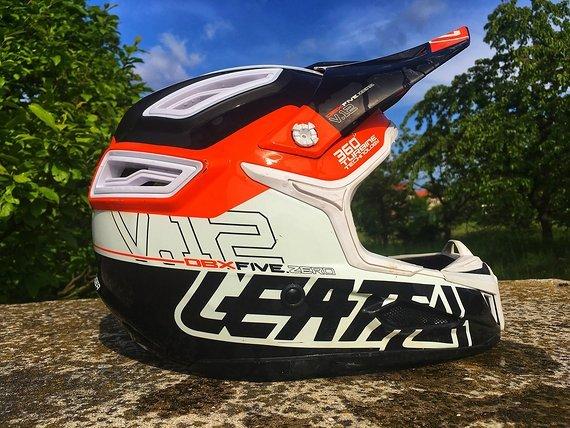 Leatt DBX 5.0 V12 Fullface Helm in der Größe M