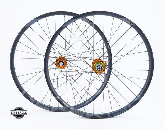 """Newmen Evolution Laufradsatz 27,5"""" / 29"""" EG/E.G 35 mit Hope Pro 4 Evo Naben E-Bike / Hybrid / Gravity / Sapim Strong / Bike-Lädle Laufradbau"""