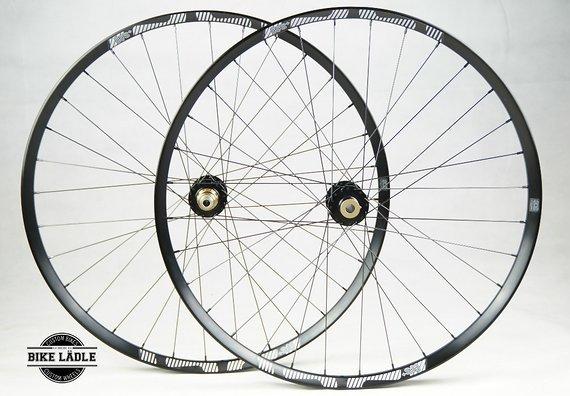 E Thirteen TRS+ 33.5/30 mm Laufradsatz mit Syntace Hi Torque MX BOOST Naben / Bike-Lädle Laufradbau