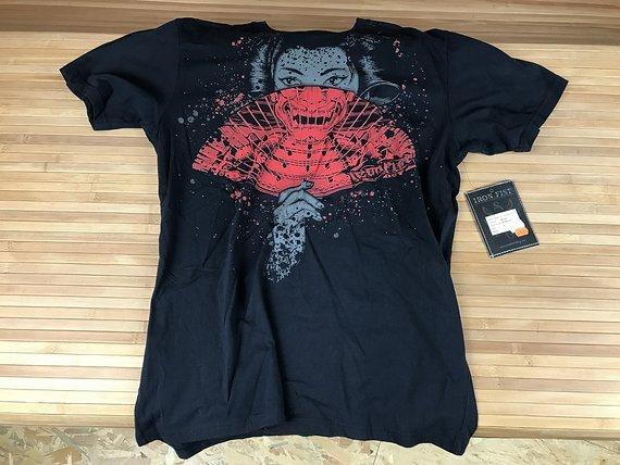 Iron Fist T-Shirt Gr. L *NEU*