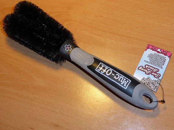 Muc-Off Two Prong Brush