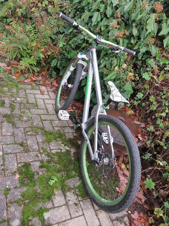 Octane One Zircus Dirtbike / 4 Cross mit Fox32, XT Schalt.