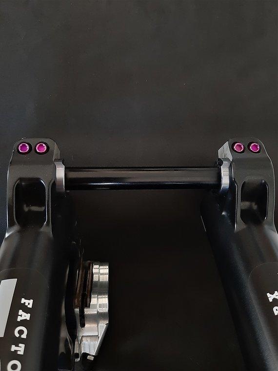 Ti-Suspension FOX - Pinch Bolts TITAN purple M5x18 Achsschrauben NEU