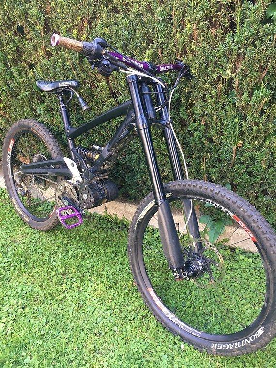 La Pierre DH Bike mit Ego Kit