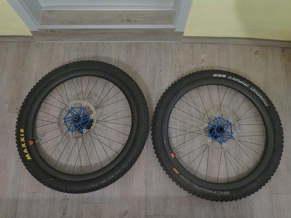 Light Bicycles 650b LRS mit Hope 20/110mm und DT240S 12/157mm Nabe
