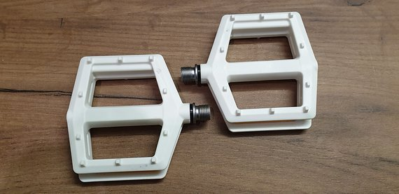 VP Flat Pedals VP-538 White Body Neu