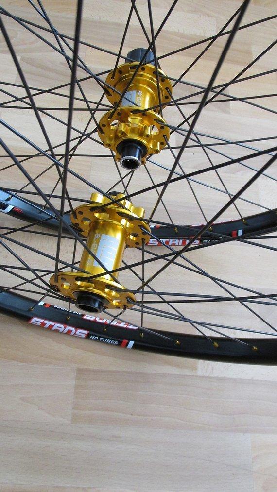 """No Tubes Stans ZTR Flow MK3 26""""- Laufradsatz mit Noa-Bl-Evo-3 Naben Gold !!!"""