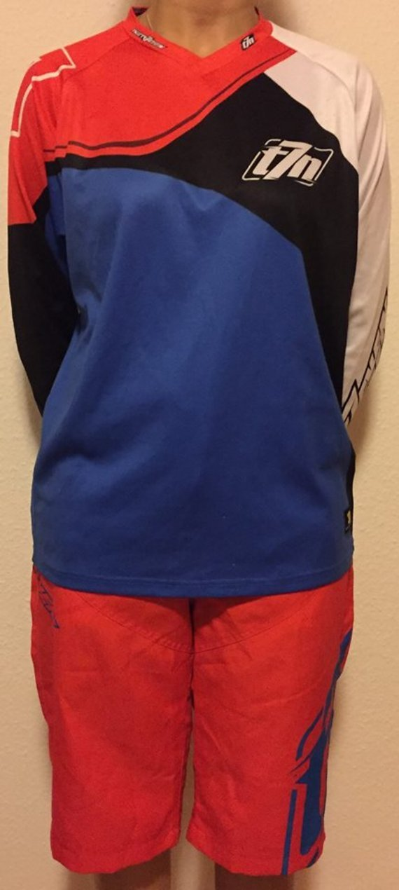 1x Thirtyseven Loose Jersey blue size M 25,- €