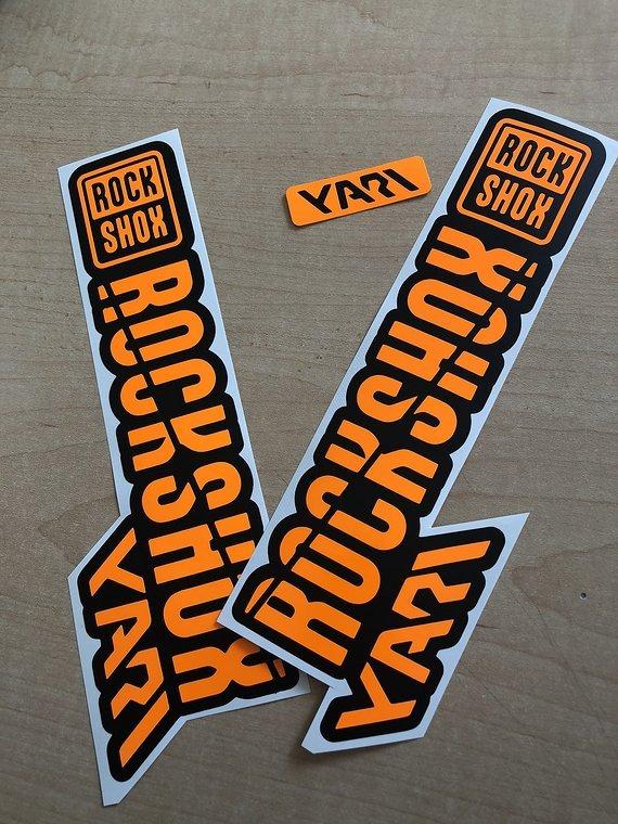 Gabeldecals Rock Shox Yari 2018/2019 Edition Gabel Aufkleber Satz - Neon Orange/Matt Schwarz Design