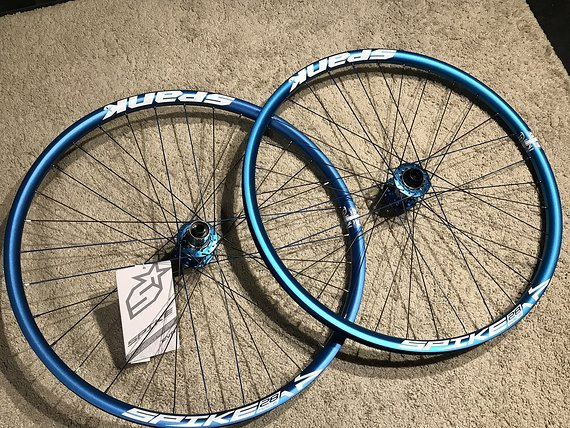 "Spank Spike Race 28 EVO Laufradsatz 27,5"" Blue Custom *NEU*"