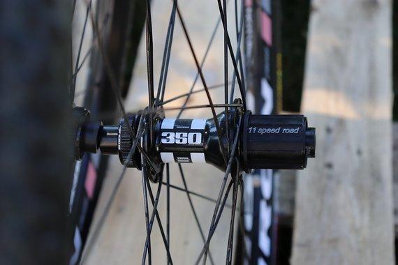 DT Swiss 350 Notubes Iron Cross Laufradsatz