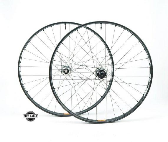 "Zipp 3ZERO MOTO Carbon Laufradsatz 27,5"" / 29"" mit Industry Nine Hydra Naben / Tubeless Ready inkl Ventile / Bike-Lädle Laufradbau"