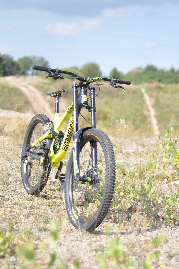 Commencal Supreme DH V3 650B M customized Downhill/Freeridebike