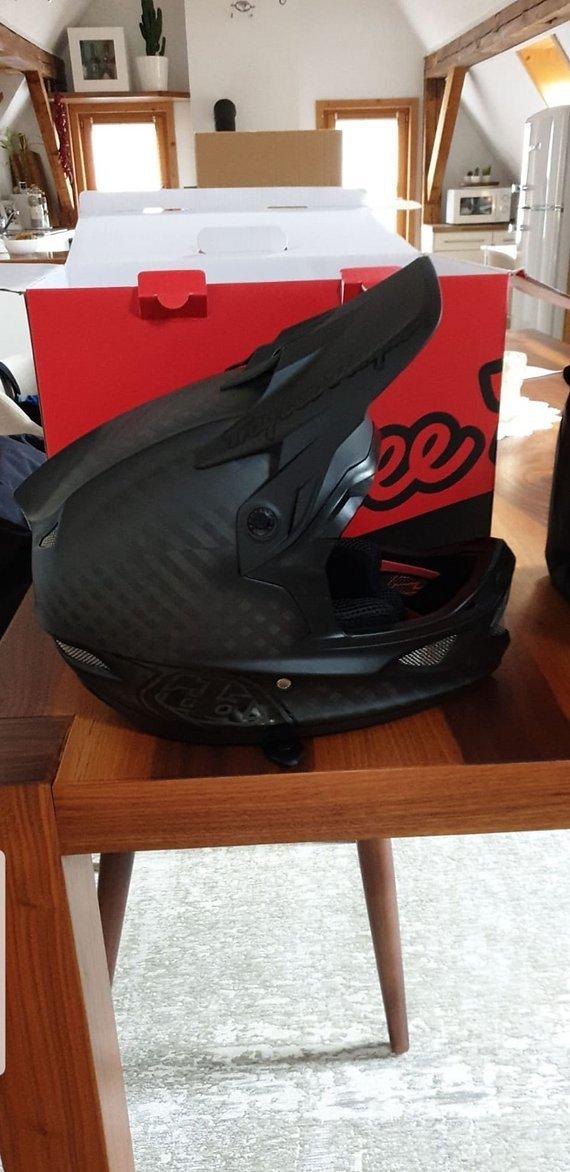 Troy Lee Designs D3 Carbon - Midnight Black mips gr. L