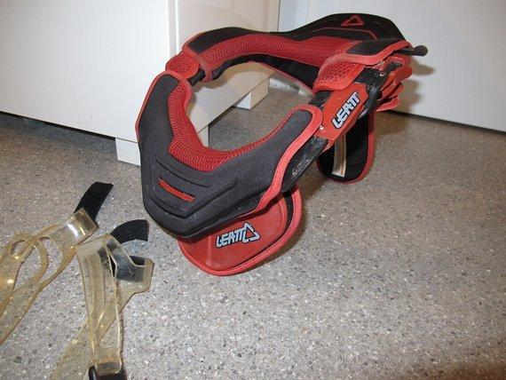 Leatt Neck Brace GPX, rot