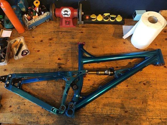 Banshee Größe L Blau eloxiert Rahmen Dämpfer Kit