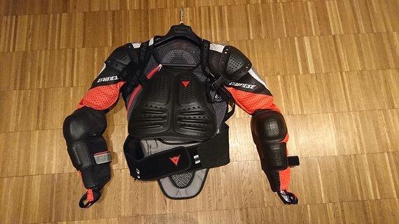 Dainese Impact Jacket Race 2 Größe L Sehr wenig benutzte Protecto