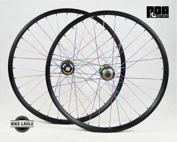 DT Swiss FR 560 Singlespeed Laufradsatz mit Noa 120 Klicks Naben Petrol Chrome / Oil Slick / Bike-Lädle / Marc Diekmann
