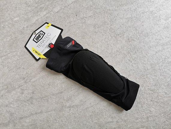 100% Teratec Knee Guard - Gr. L schwarz   NEU
