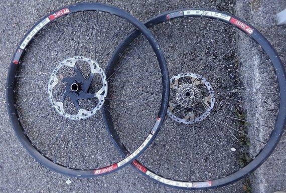 DT Swiss Laufradsatz FR600 mit 240s Naben 20/110 u. 12/150