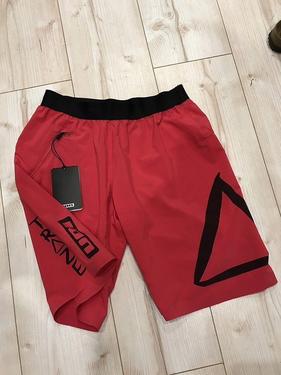 ION Short ION Traze   Hose kurz pink Gr 38 M neu mit Etikett