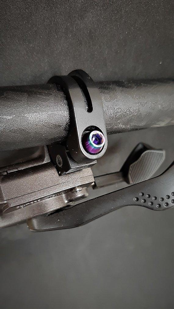 Ti-Suspension TITAN Schrauben Trigger M5x15 oilslick NEU