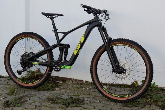 GT Force Carbon Expert M + 2x Schwalbe Magic Mary