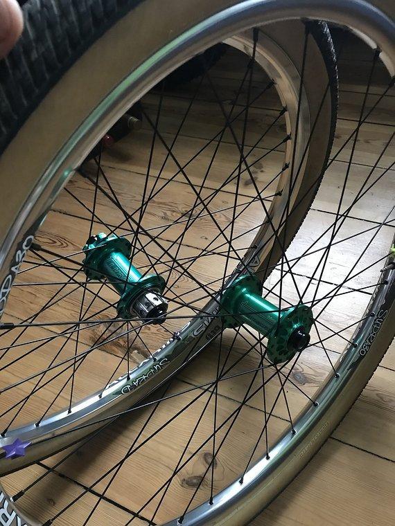 Tune Dörte Singlespeeder D Laufradsatz Grün Eloxiert inkl. Alexrims D Felgen Silber Poliert Dirt / Street