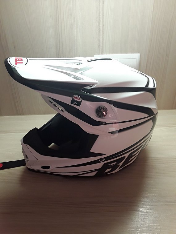 Bellmoto 9  Tracker Black Neu Bell mx dh .helm neu moto9 in xl nei tracker black