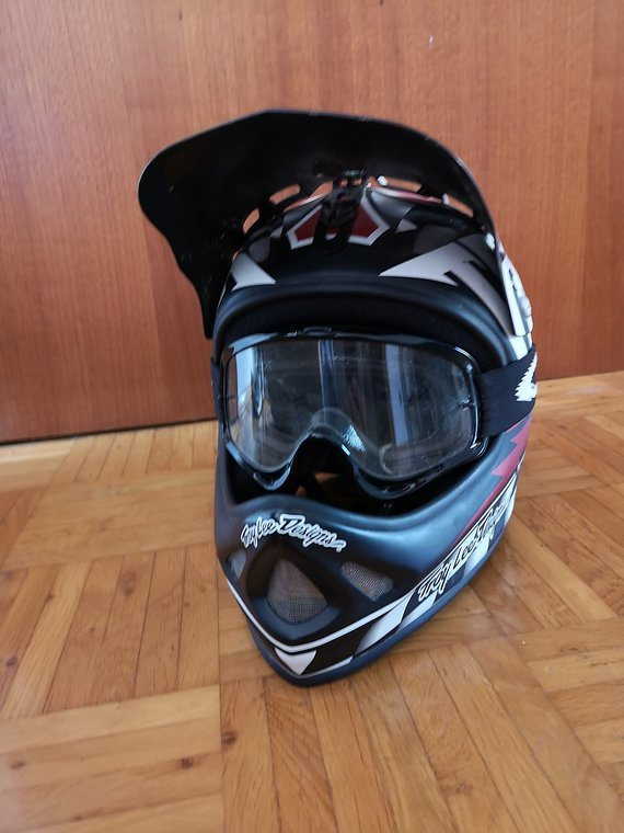 Troy Lee Designs D2 Helm MD/LG Medium Large Gratis Oakley Goggle