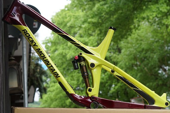 Rocky Mountain Slayer Carbon Frame XL inkl. Fox DPX2 Factory Kashima Enduro