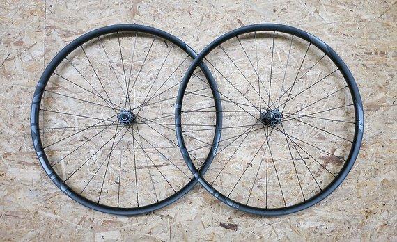 "Newmen Wheel Evolution SL A.30 27,5"" 12x142 / 15x100 Straight Pull 6Bolt SL 28h Shimano Laufradsatz"