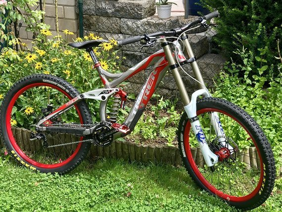 Trek Session 88 Gr. M Fox 40 RC2 BOS STOY DT Swiss FR2350 Hope Tech V3 Maxxis Straitline Syntace