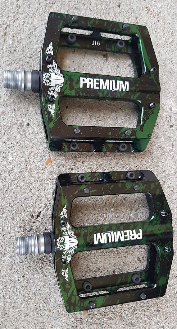 Premium BMX MTB Slim Aluminium CNC Platform Smoke Grün Pedale DirtUVP 140€