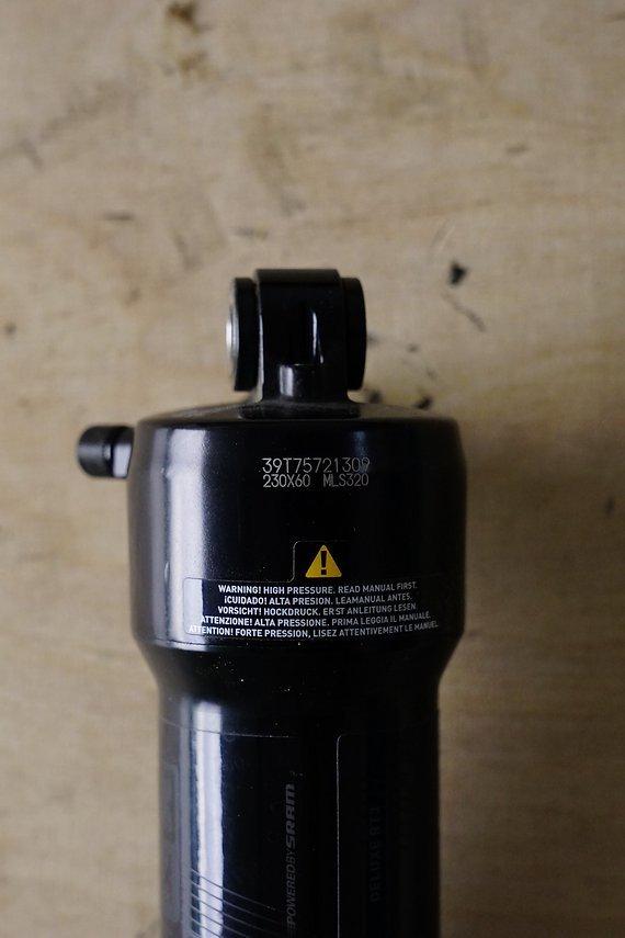 RockShox Deluxe RT 230x60 mm metrisch