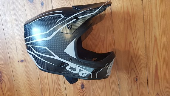TSG Advance Carbon Fullface Helm DH 1x gefahren