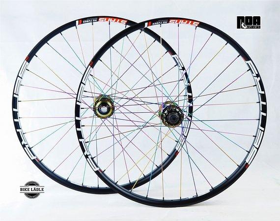 """Notubes Sentry MK3 Custom Laufradsatz Singlespeed 26"""" mit Noa 120 Klicks Naben / Speichen Petrol Chrome / Bike-Lädle Laufradbau"""