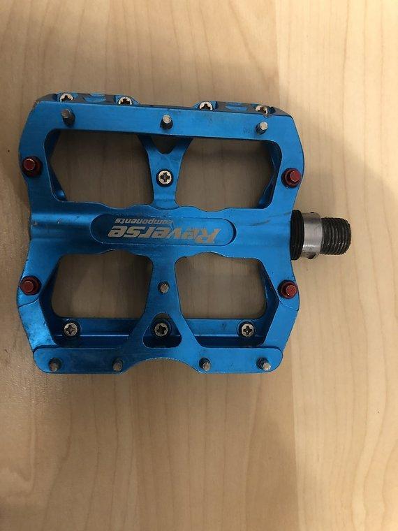 Reverse Components Escape blau