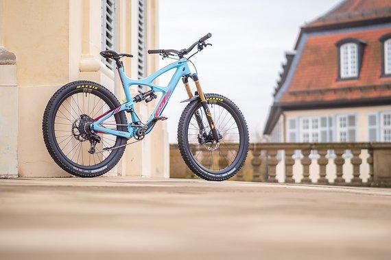 Ibis Mojo HD3 XL 917 blue – Fox 36 RC2 AWK – Fox X2 – Tune – Carbonfelgen – Vecnum Moveloc – Reset Steuersatz und Innenlager