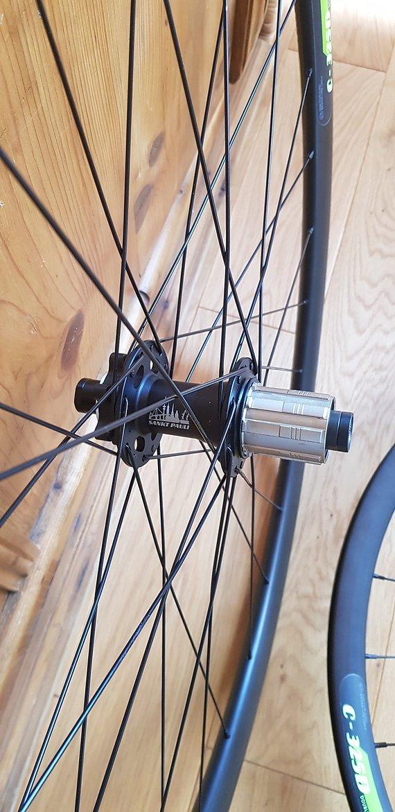 Bergamont 100X12mm Vorderrad und 142X12mm Hinterrad.